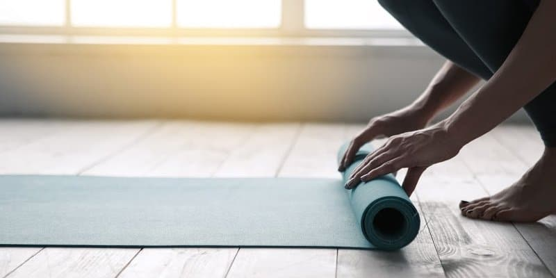rolling up yoga mat after working out to avoid replase