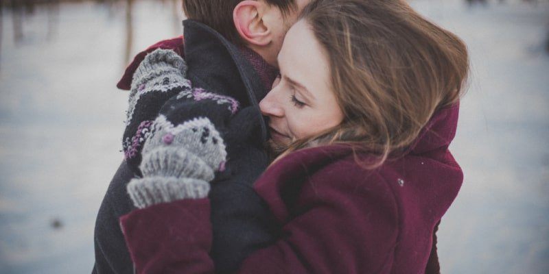 spouses hugging after defeating alcoholism