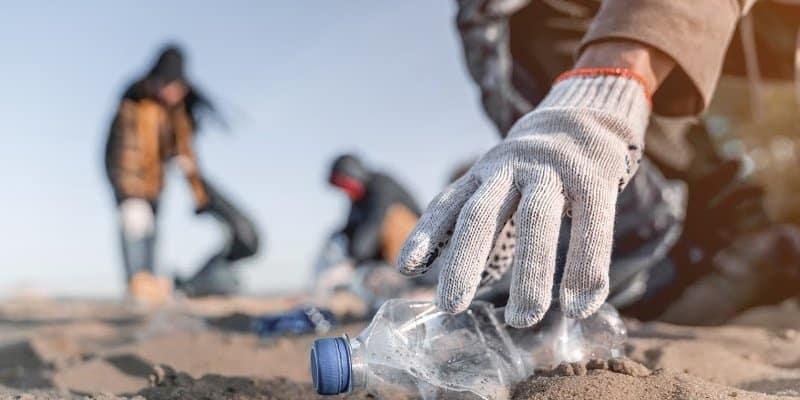 volunteer work on the beach